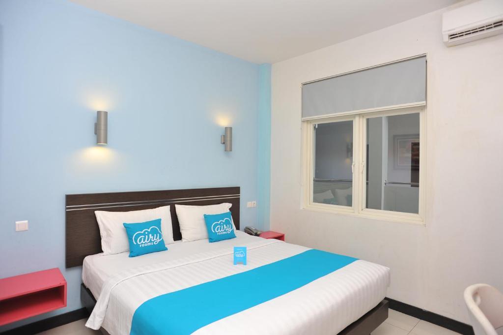 A bed or beds in a room at Airy Mataram Cakranegara Repatmaja 2 Lombok