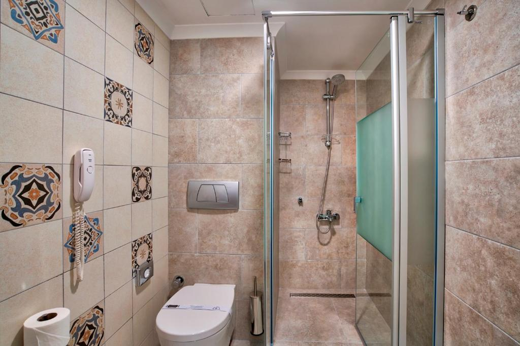 plyazhniy-tualet-smotret-onlayn-super-telki-konchil