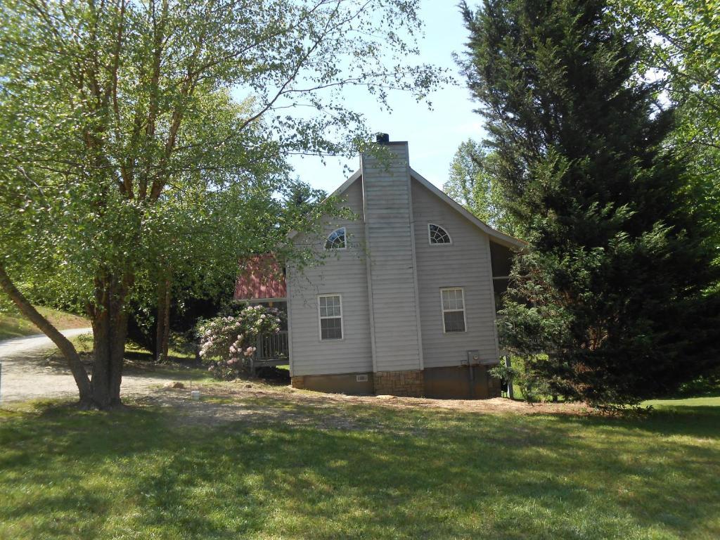 Vacation Home Cardinal Nest Cabin 80, Blairsville, GA - Booking com