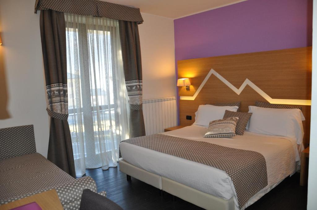 A bed or beds in a room at Hotel Saint Pierre