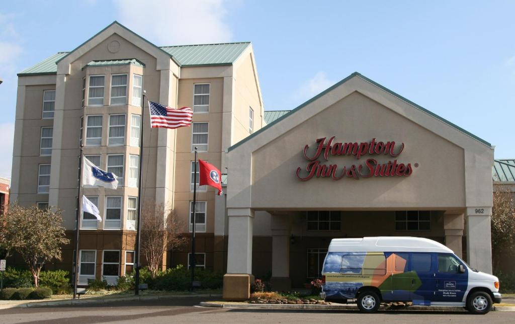 Hampton inn shady grove memphis tn for Motels near graceland memphis tn