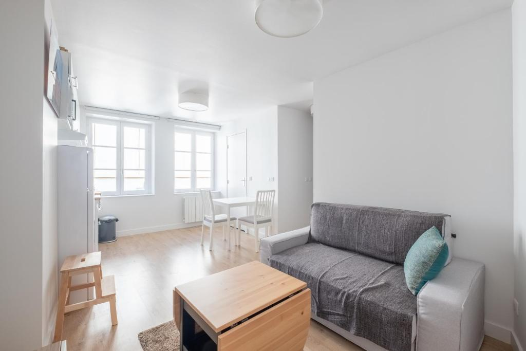 Coin salon dans l'établissement New! Nice 2 rooms flat in the centre of the city