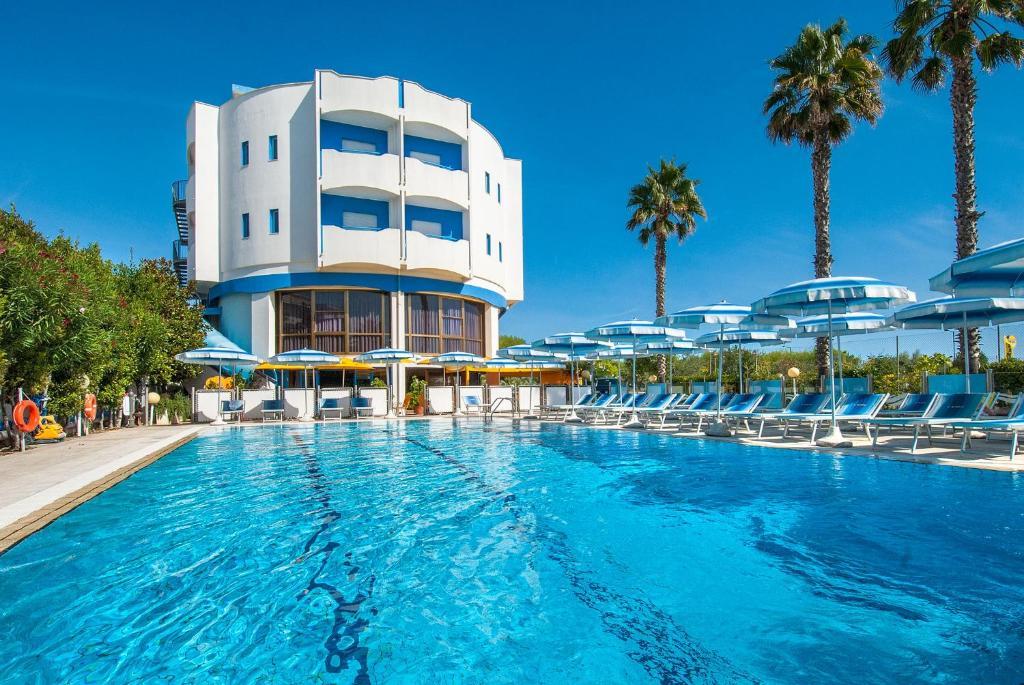 Hotel Olimpic (Italia Martinsicuro) - Booking.com