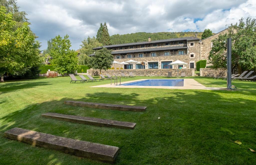 boutique hotels in llivia  36