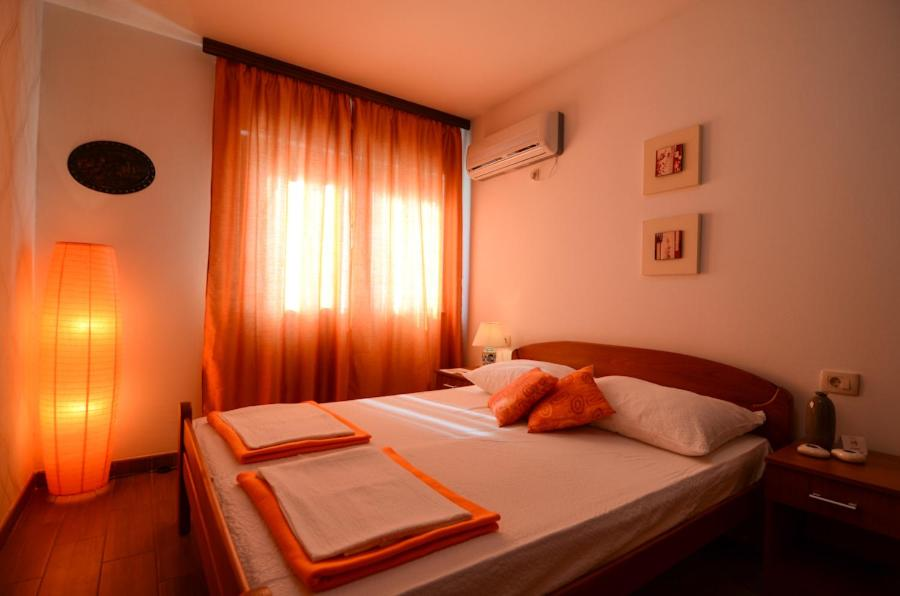 A bed or beds in a room at Villa Nar Mostar