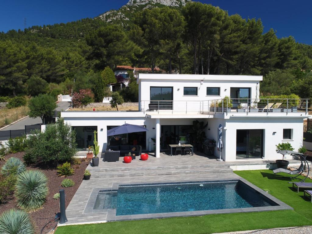 Villa Moderne La Valette Du Var France Booking Com