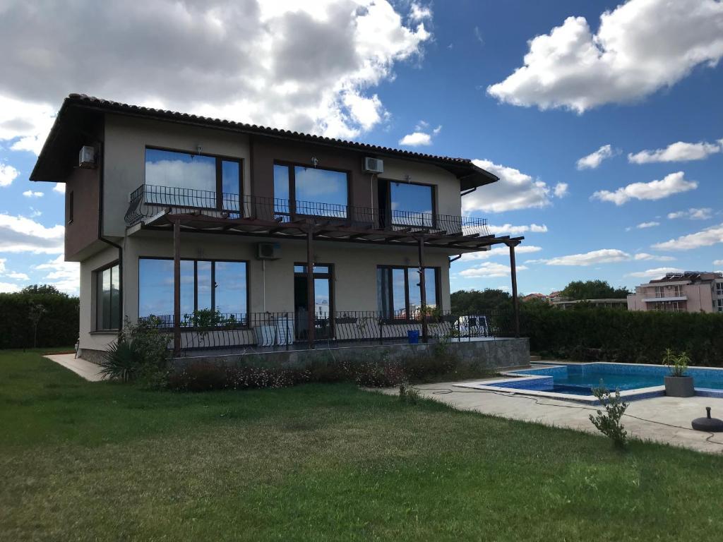 Ваканционна къща Deluxe Vacation House in Lozenetz on the Black Sea - Лозенец