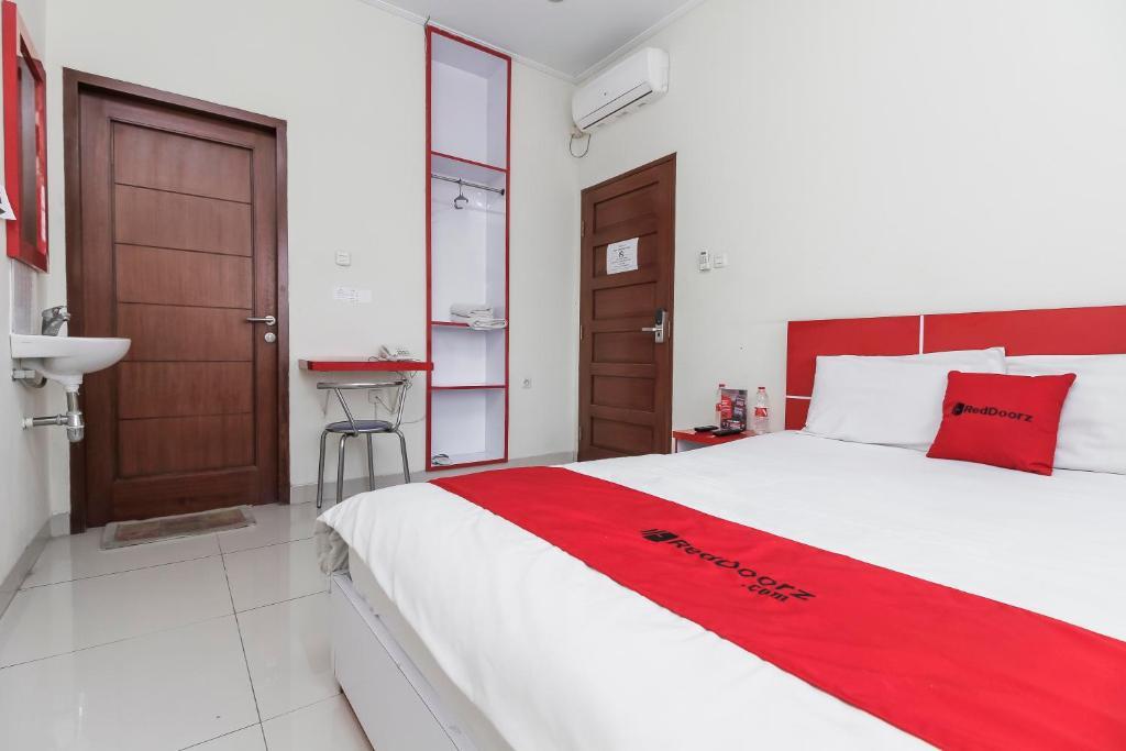 bed and breakfast reddoorz buah batu 2 bandung indonesia rh booking com