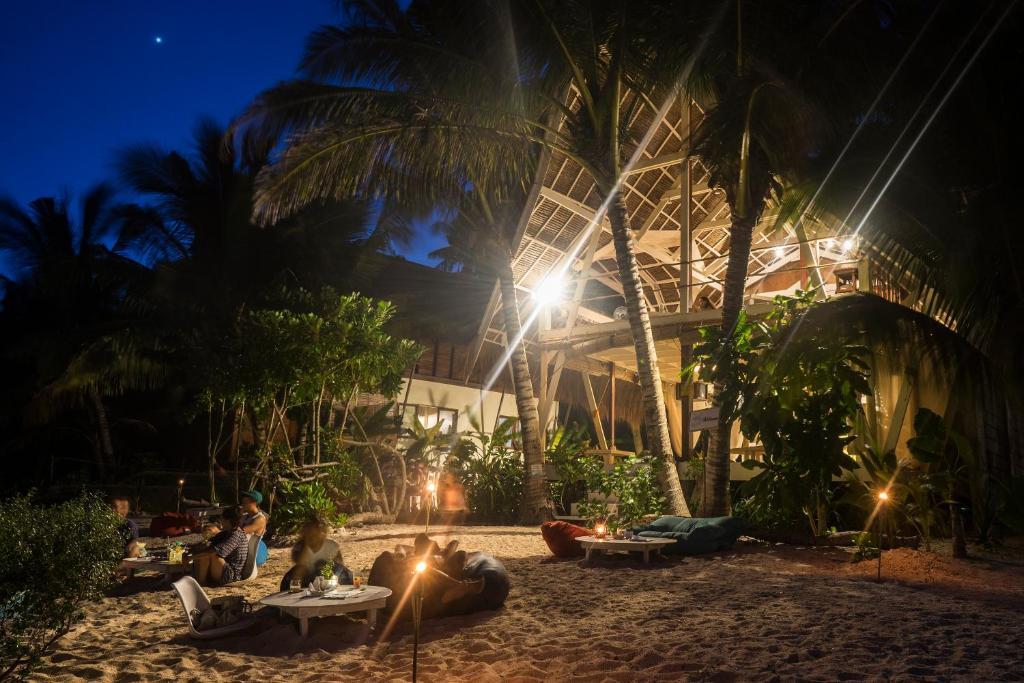 White Banana Beach Club-Luxury Dorm
