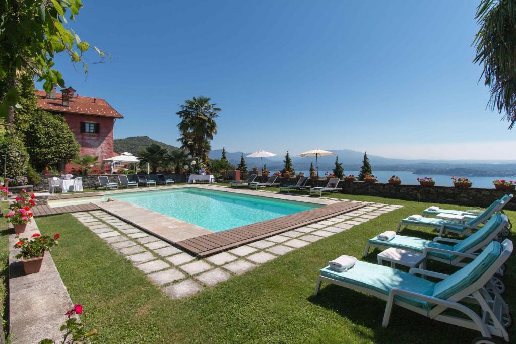 The swimming pool at or near Casamariuccia