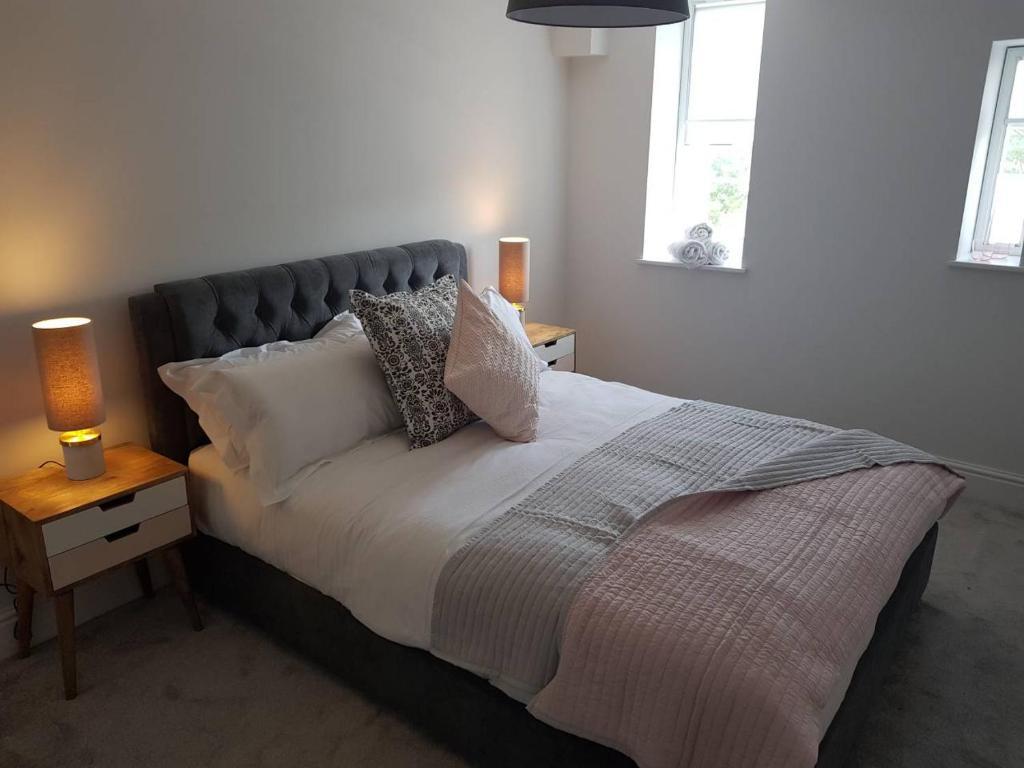 Ein Bett oder Betten in einem Zimmer der Unterkunft Picture House Apartments