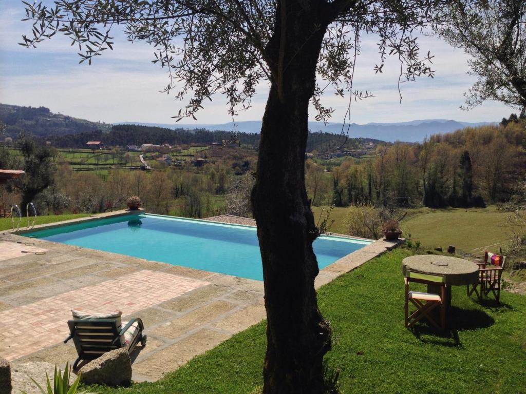 The swimming pool at or near Quinta do Rapozinho