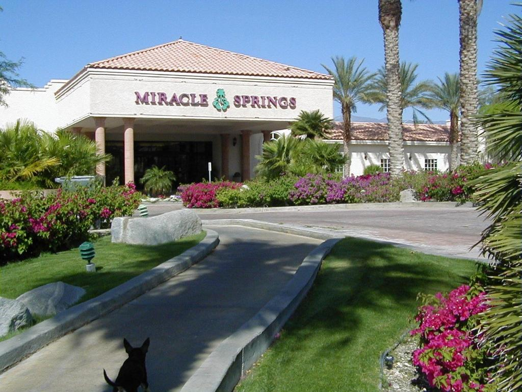 Miracle springs resort desert hot springs ca for Best us spa resorts