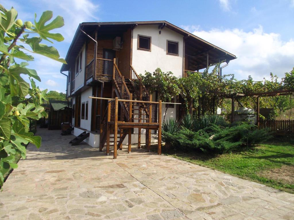 Къща за гости Lozyata Guest House - Обзор