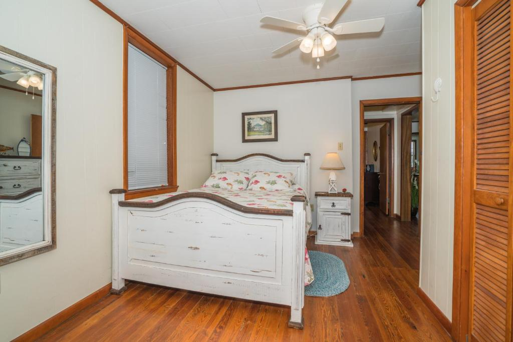 Adorable Bungalow Steps To Downtown And The Beach Gulfport Ms