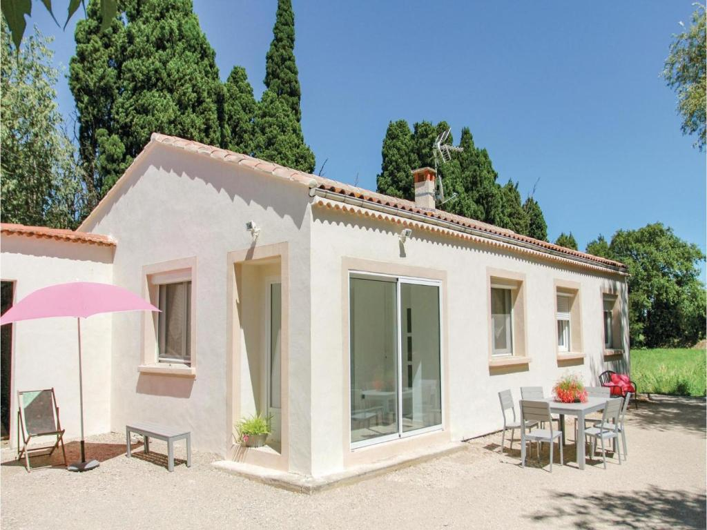 Four bedroom holiday home in salon de provence salon de Piscine salon de provence canourgues