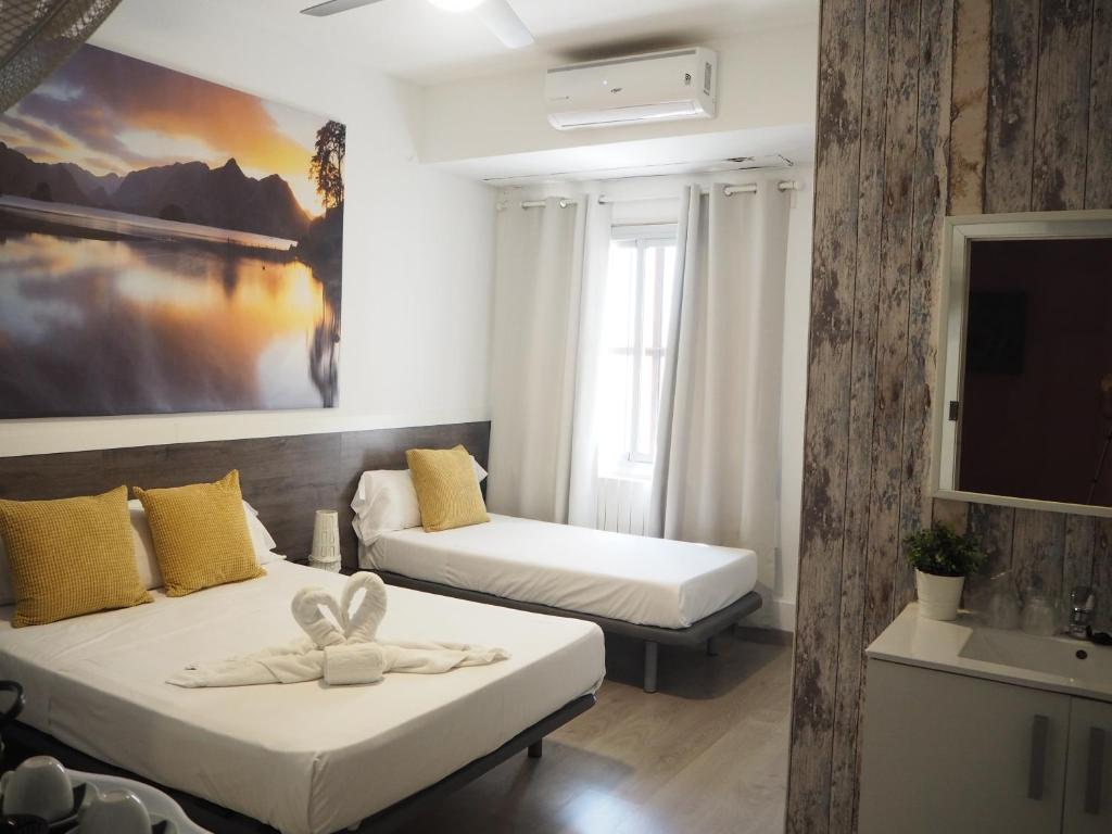 A bed or beds in a room at Valencia Suits You Citytel