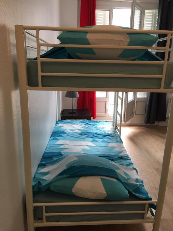 Un ou plusieurs lits superposés dans un hébergement de l'établissement Paris Issy Flat