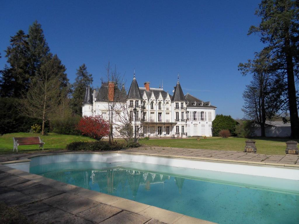 Bed And Breakfast Chateau De La Motte Noailly France Booking Com