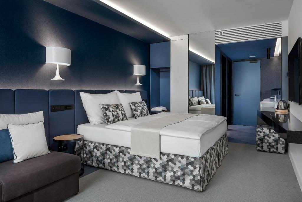 A bed or beds in a room at Urban Creme