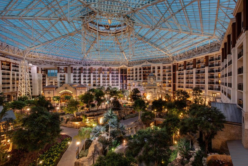 Gaylord Texan Resort Usa Grapevine Booking Com