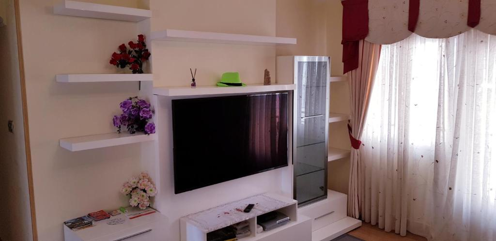 A television and/or entertainment center at Casa Jon Con Garage Y Wifi