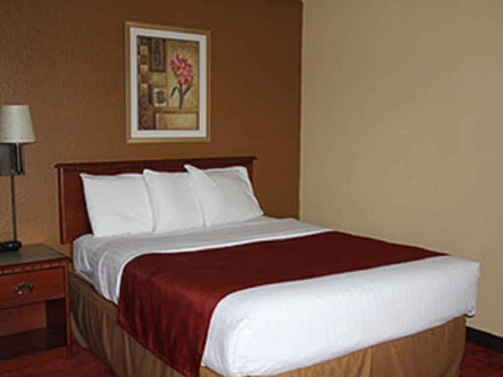 AmericInn West Bend, WI - Booking.com