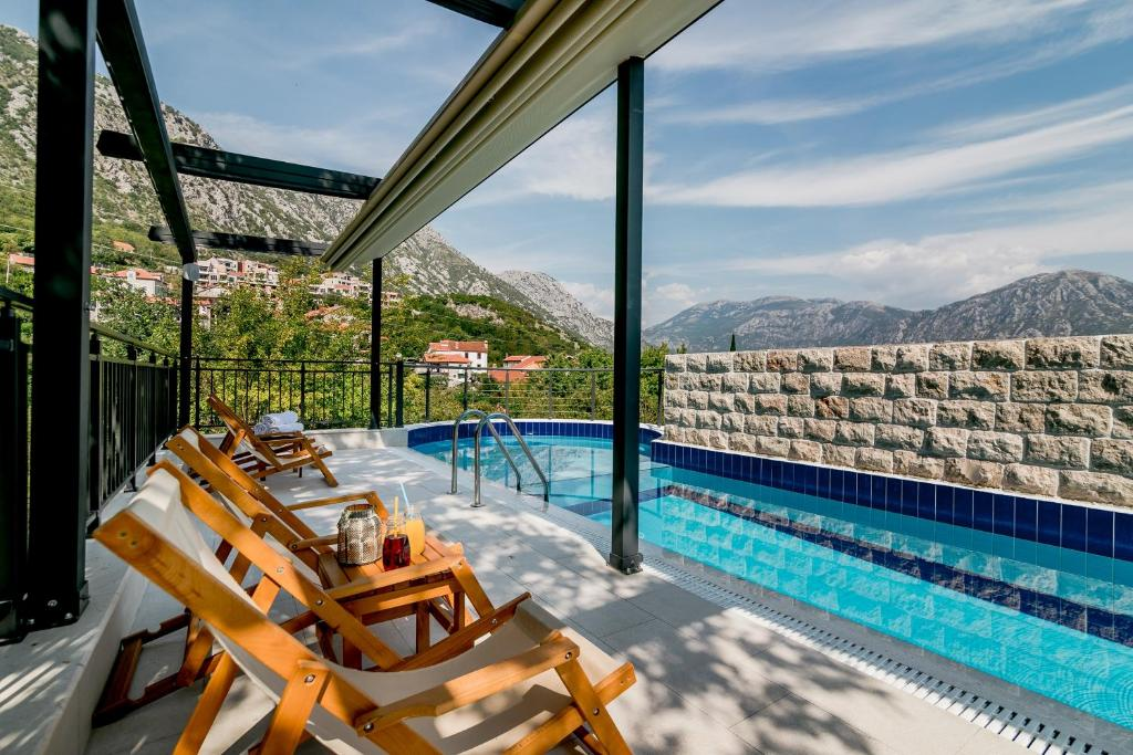 The swimming pool at or near Hedera Residences - Morinj