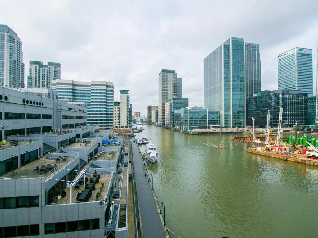 11 Photos Close Imperial Docklands Apartments