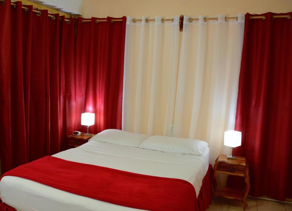 Tempat tidur dalam kamar di Valia Vacation Apartment