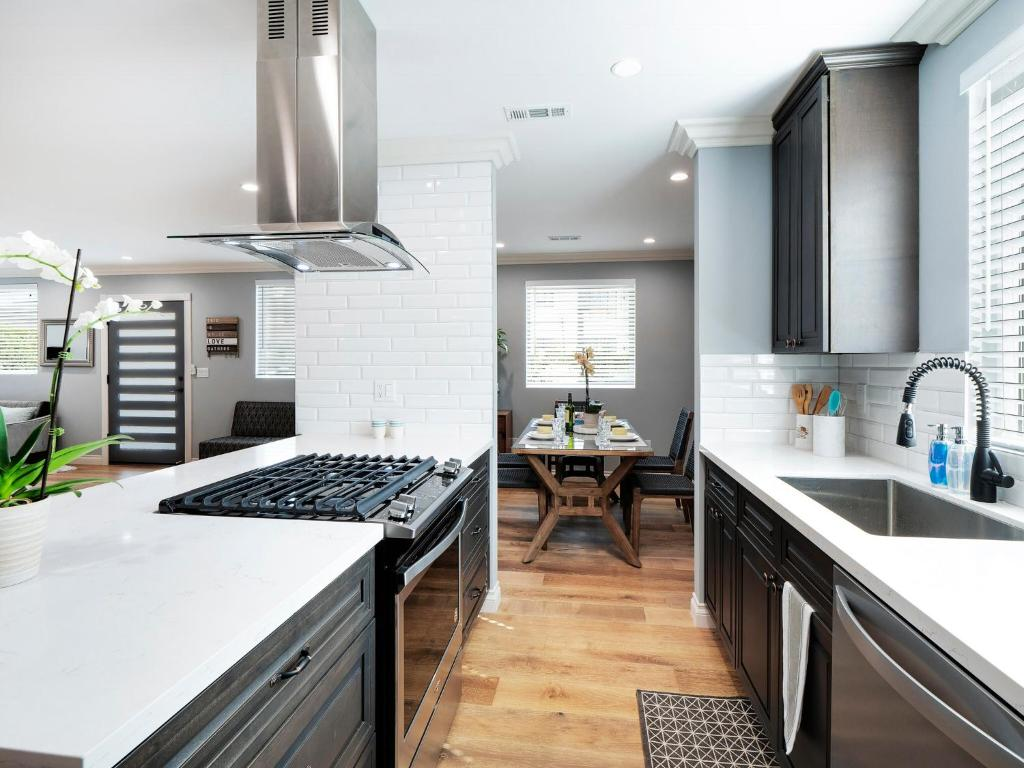 A kitchen or kitchenette at all new modern house hollywood