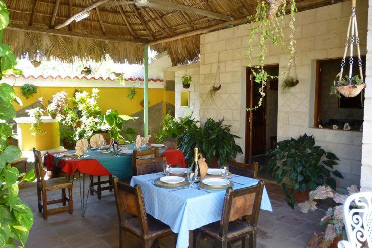 A restaurant or other place to eat at Villa Dona Babara