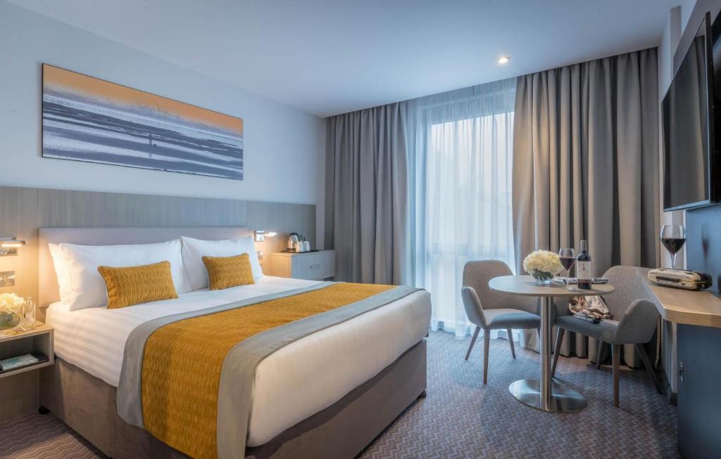 Cama o camas de una habitación en Maldron Hotel South Mall Cork City