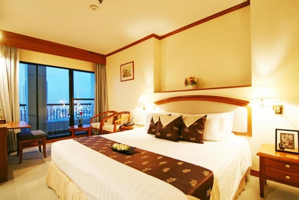 Grand Diamond Suites Hotel