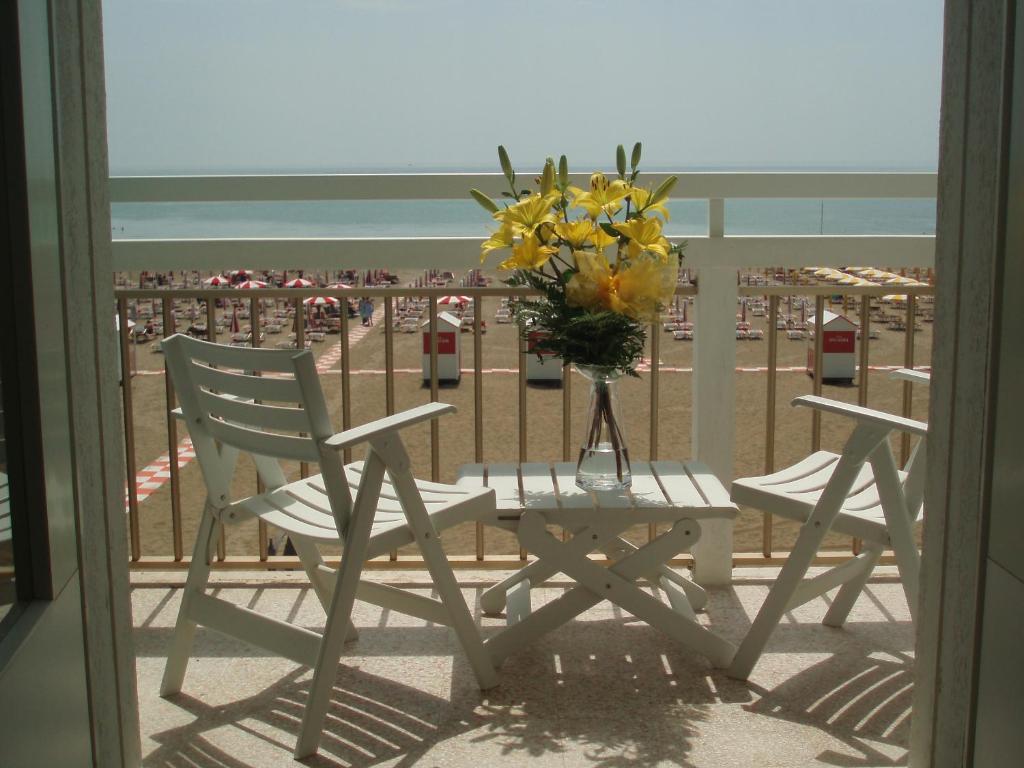 A balcony or terrace at Hotel Tizian Beach