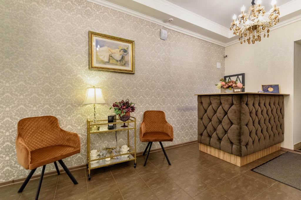 A seating area at Mini Hotel Zhasmin
