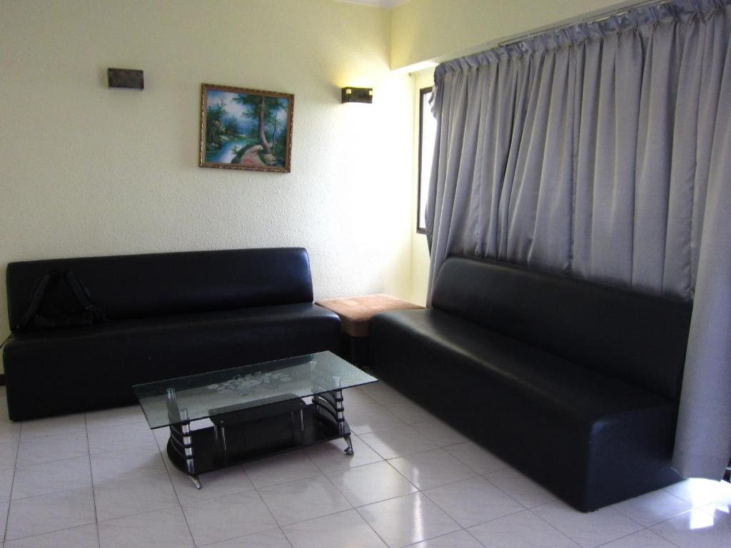 Apartment Hol Stay Batu Ferringhi Malaysia Bookingcom . Living Room Cafe ...