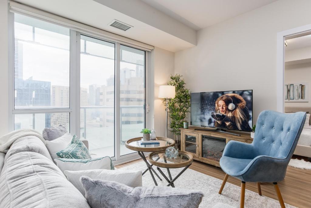 Swell Apartment Quickstay Stylish 2 Bedroom Downt Toronto Interior Design Ideas Clesiryabchikinfo