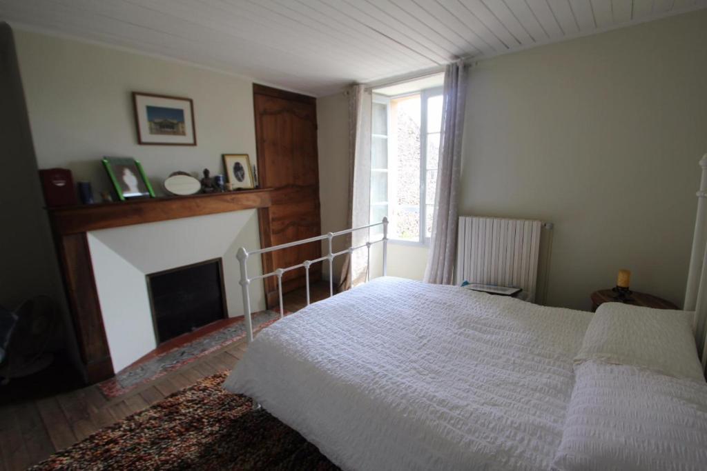 Un ou plusieurs lits dans un hébergement de l'établissement Chambre d'hôte de charme au coeur de la Bastide