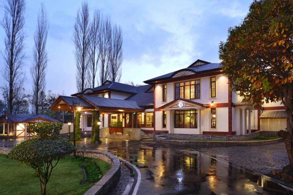 fortune resort heevan srinagar india booking com rh booking com