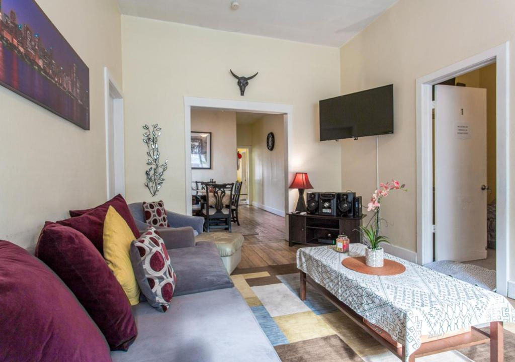 Short Term Rentals Chicago >> Vacation Home Jedidiah S Short Term Rental On Elston Chicago Il