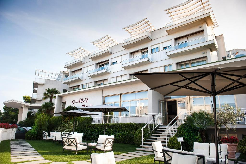 Grand hotel passetto ancona italy booking