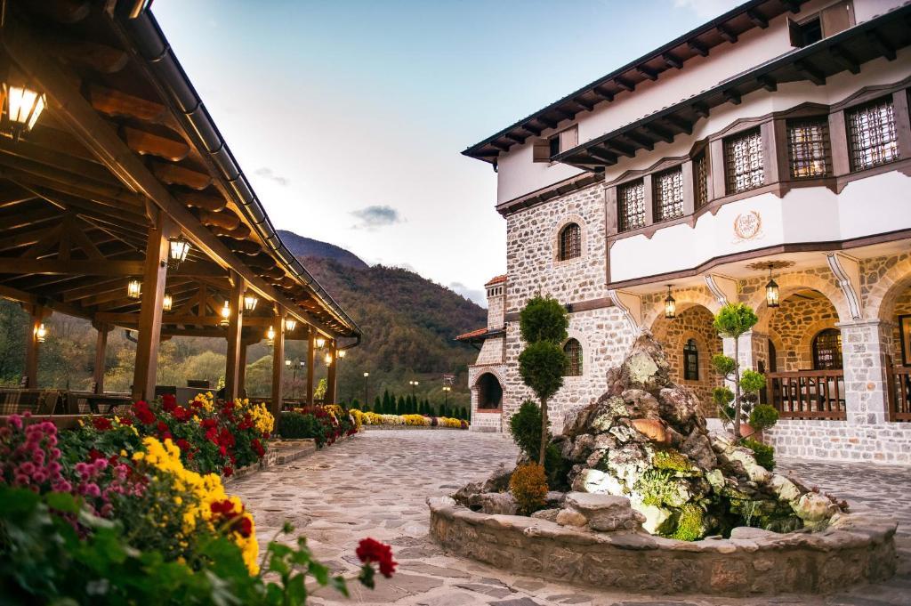 Hotel The House Of The Miyaks Macedonië Rostuša Bookingcom
