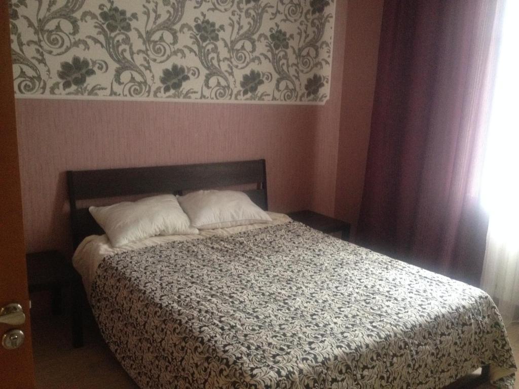 Кровать или кровати в номере Мира д 43 кв 8