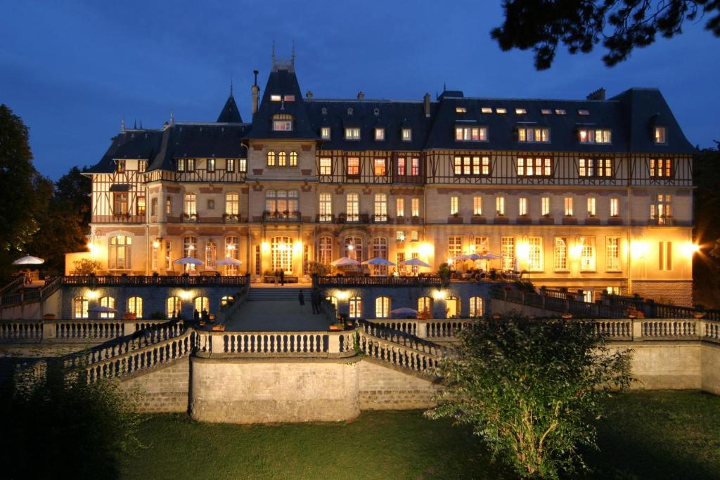 Chateau montvillargenne gouvieux france for Reservation hotel gratuit france