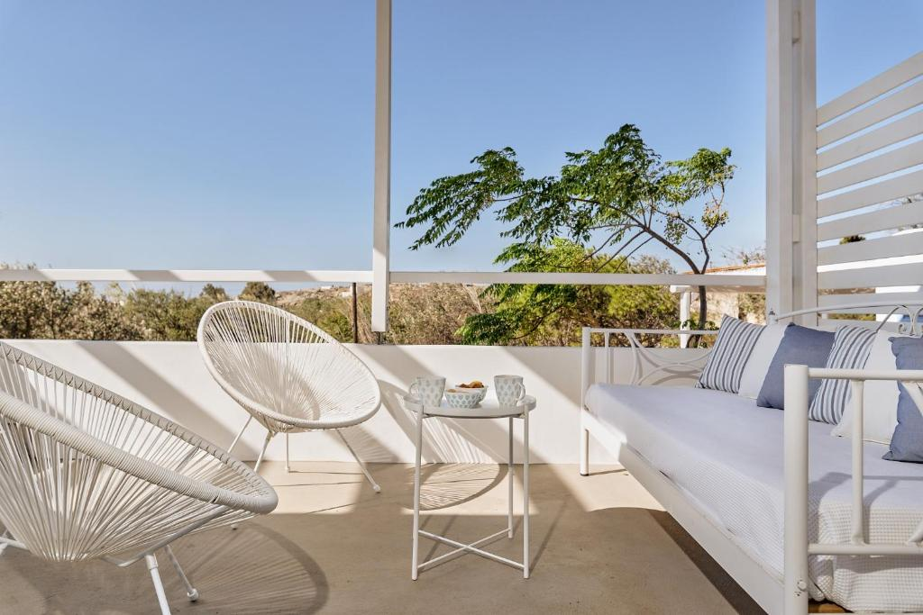 A balcony or terrace at My Chorio Mykonos Country Summer House