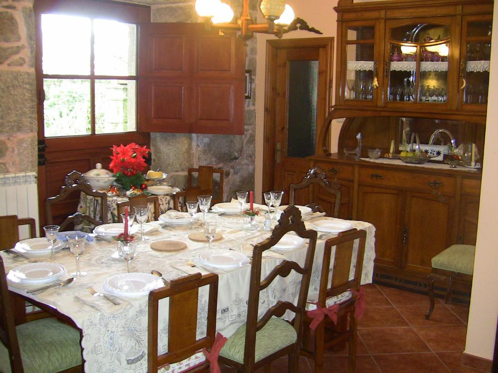 A restaurant or other place to eat at Casa Xan da Pena