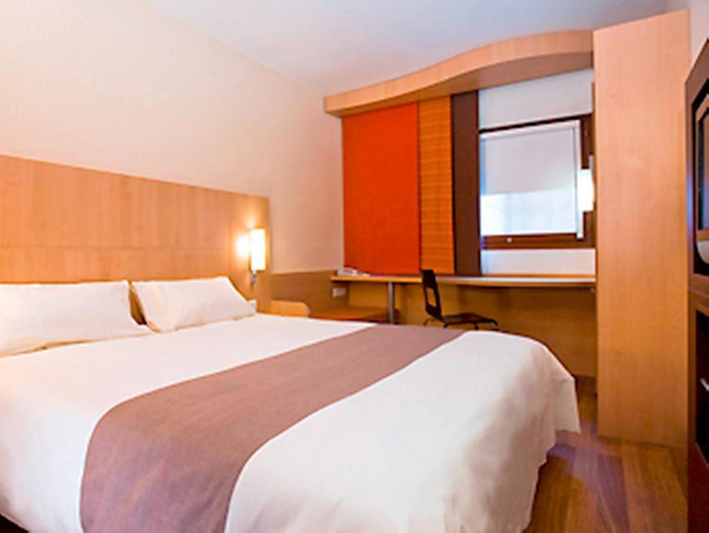 Hotel Ibis Caen Centre France Bookingcom