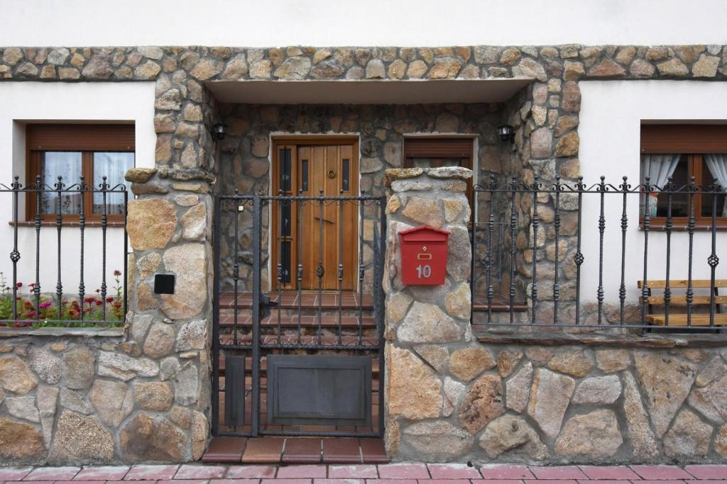 Casa de Férias Las Torres (Espanha Navas de Oro) - Booking.com