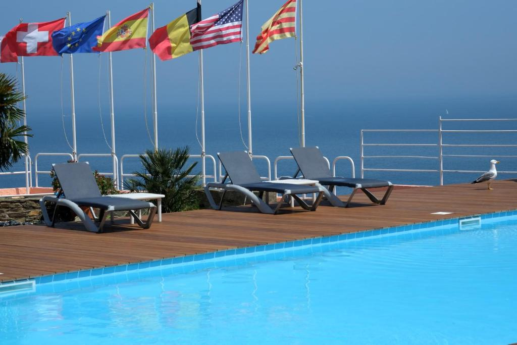 The swimming pool at or near Le Catalan